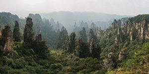 Das Weltnaturerbe Wulingyuan mit seinen verwunschenen Sandsteinpfeilern ist einer von vielen Gründen für den wachsenden Tourismus in China