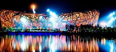 """Das Nationalstadion von Peking wird """"Vogelnest"""", die Konstruktion ließ die globalen Stahlpreise während des Baus kräftig steigen"""